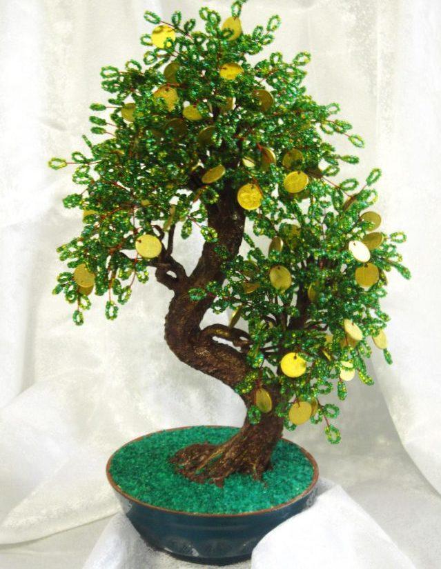 Может стать мощным талисманом денежное дерево из бисера