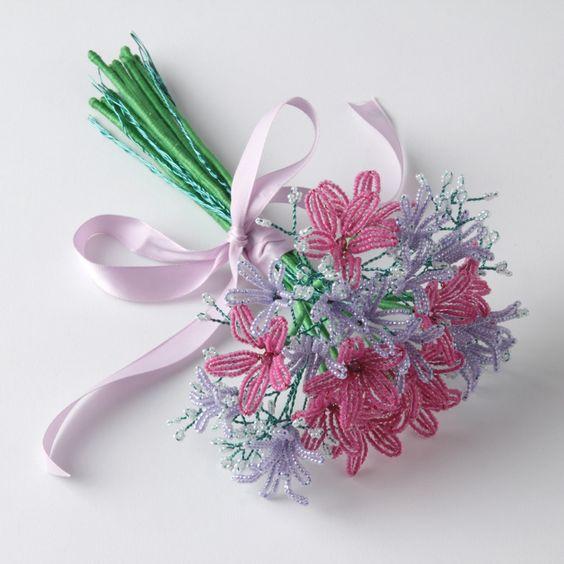 Сборка цветка из бисера