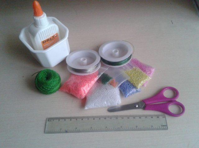Инструменты, необходимые для вышивания бисером