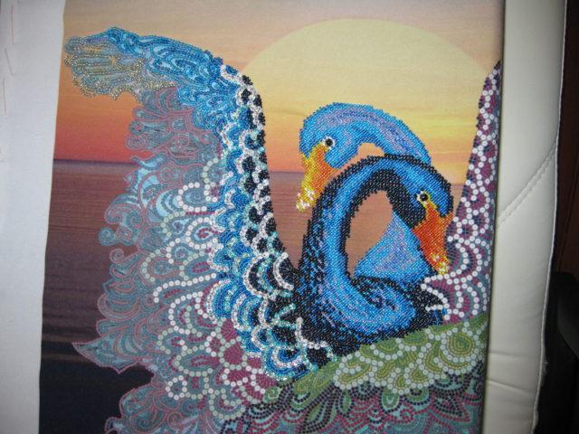 Целые сюжетные линии можно создавать с помощью мозаики из бисера на клею
