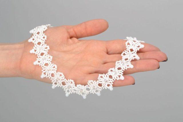 Ажурное ожерелье из бисера