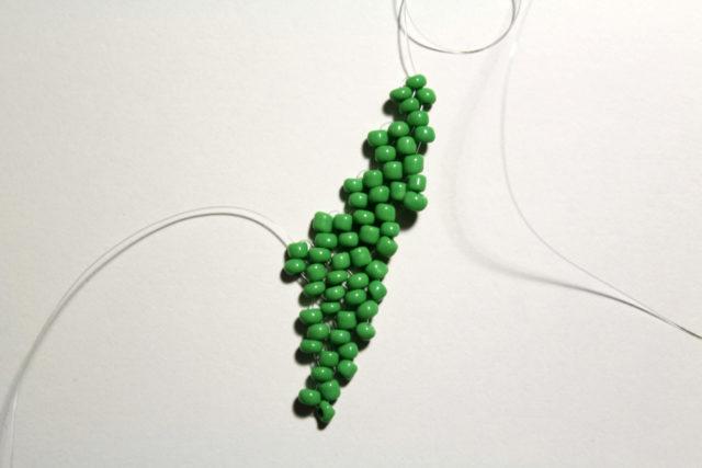 Плетение листика с оборчатым краем