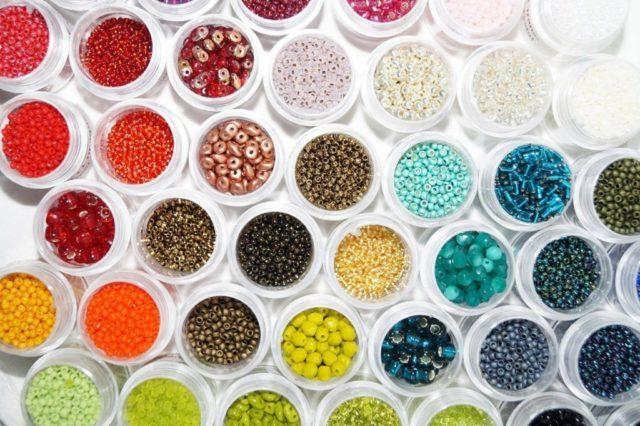 Более чем богата цветовая палитра бисера