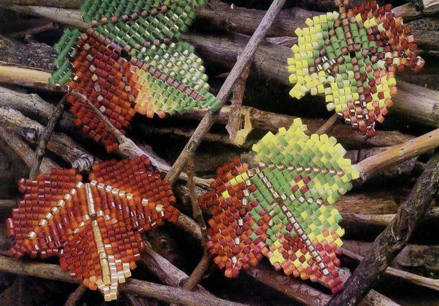 Листочки из бисера-составляющая каждого цветка