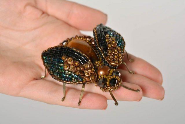 Объемный жук из бисера своими руками
