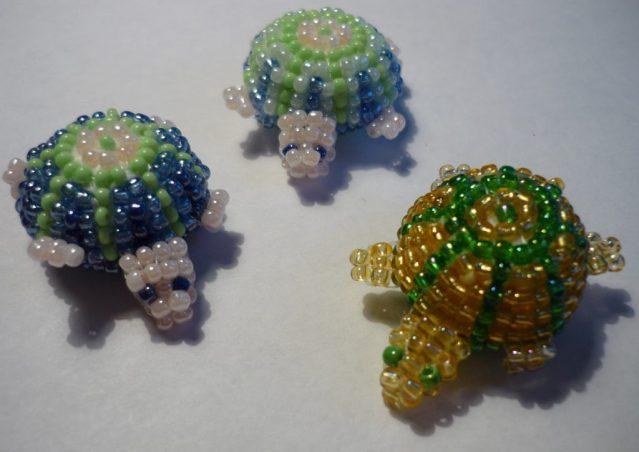 Черепаху можно выполнить несколькими техниками плетения
