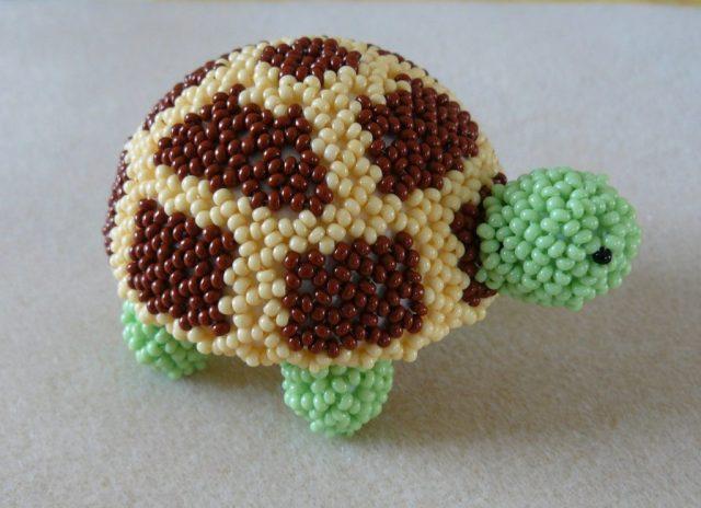 Объемная черепаха из бисера