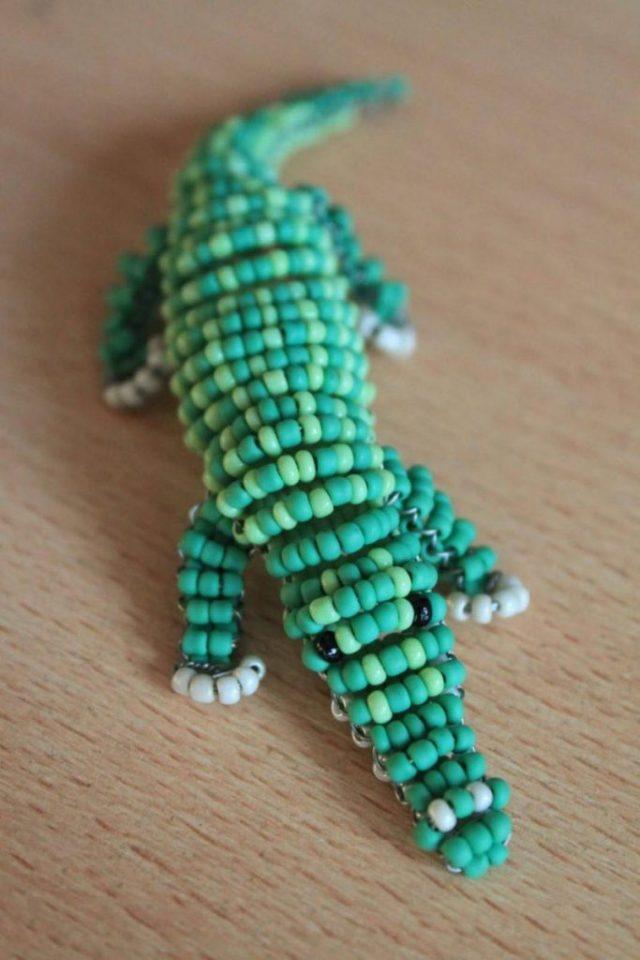 Оригинальный подарок-крокодил из бисера