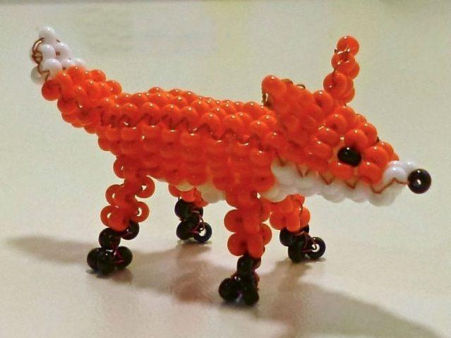 Фигурка лисы из бисера