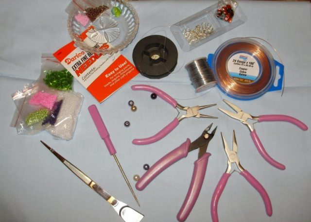 Инструменты и материалыдля создания поделок из бисера