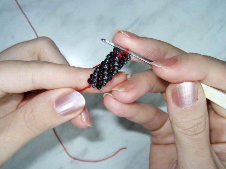 Схема плетения шнурка из бисера