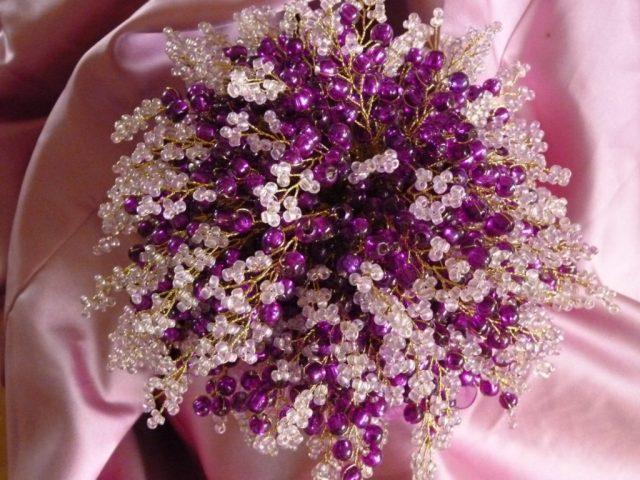 Букет из бисера в фиолетовом цвете