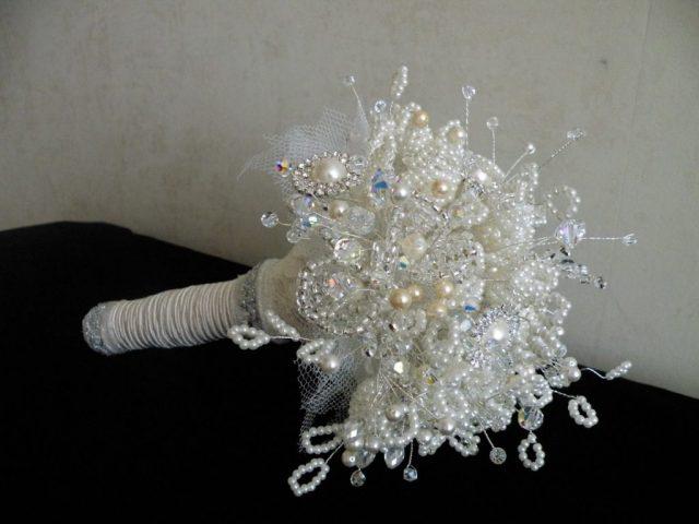 Букет невесты из бисера-не редкость на свадьбах