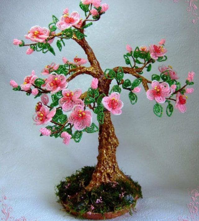 Цветущая вишня из бисера -знаменование пришедшей весны