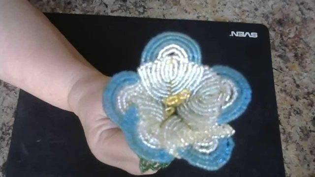 Плетение цветка эустомы
