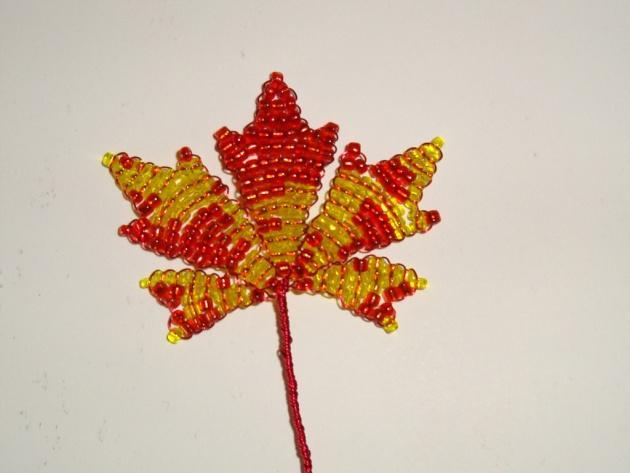Плетение листиков клена
