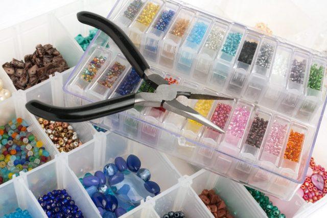 Инструменты и материалы для работы с бисером