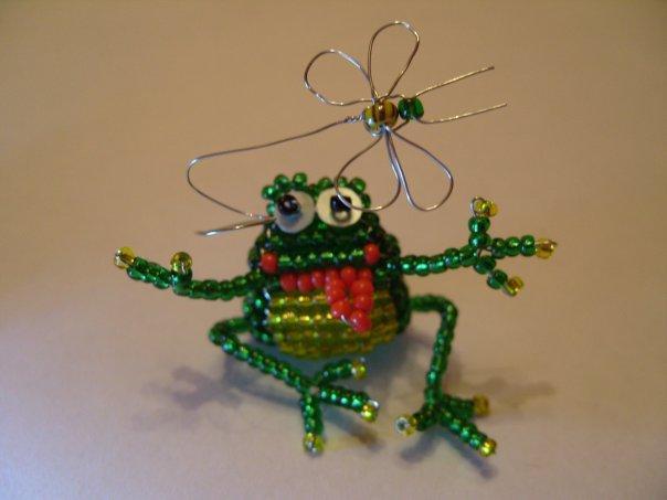 Фигурка лягушки из бисера