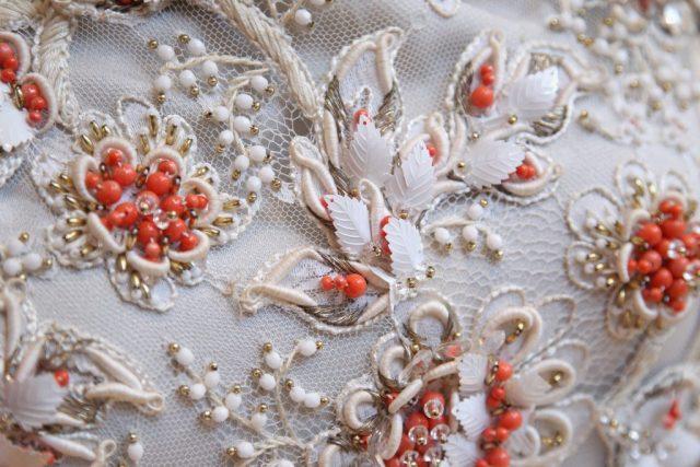 Кружевное платье вышитое бисером